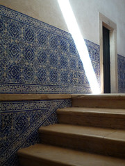 postais de Portugal (duineser) Tags: door light portugal stairs estate porta scala verão luce azulejos portogallo piastrelle