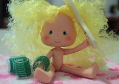 #Help? (Mari Assmann) Tags: cake vintage doll 80s blonde annie 1981 kenner picnik ssc shortcake lemonmeringue 450d canonxsi ediçãoamericana