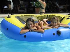 Maria Elena e Rosa - 15 agosto 2010 (cepatri55) Tags: summer estate rosa piscina swimmingpool agosto elena 2010 mariaelena ferragosto cepatri cepatri55