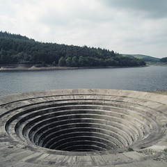 The Plughole (Adverse__Camber) Tags: public square derwentvalley derbyshire peakdistrict ladybowerreservoir benpatio