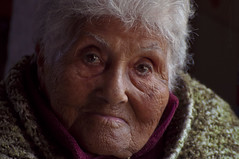 Nona ata (diegohernanibarra) Tags: argentina nikon retrato sigma abuela 70210 nona daz ata d5000 emrita diegohernanibarra