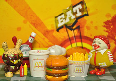 Welcome to McDonald's (ecpica) Tags: toys ketchup mustard happymeal dunny ronenglish mcdonaldss