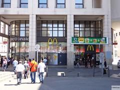 McDonald's Marseille 59 Rue d'Aix & 4 Place Jules Guesde (France) (mckroes) Tags: france restaurant store marseille mac europa europe place 4 fastfood mcdonalds junkfood jules frankrijk rue francia 59 macdonalds mcdo macdo fastfoodjoint daix 0333 mckroes guesde w350