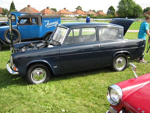 OCTOBER 1966 FORD ANGLIA 997cc SALOON JHS923D