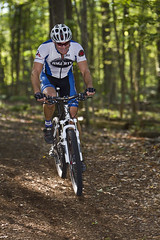 E_Thru the Woods (ETCphoto) Tags: bike race path michigan traversecity thewoods 8522 gtcommons thethirdcoastbicyclefestival twinbayracingcyclocross