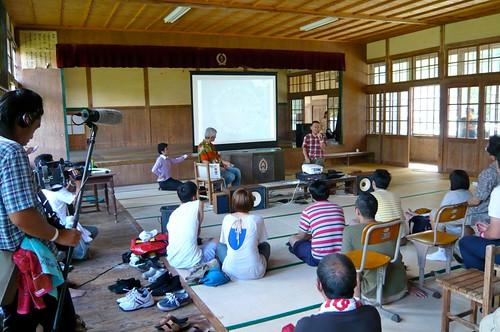 岡本仁さん講義中です