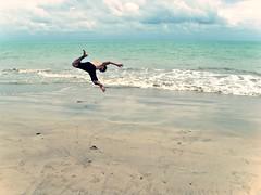 Qual direção? (Vicente Cândido) Tags: sol praia branco mar pessoa cabo verão salto joão paraíba besouro saltar tambaú