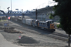(Laser Burners) Tags: nyc newyorkcity up skyline yard diesel bronx manhattan traction tracks trains rails unionpacific empirestatebuilding freight boxcars locomotives gondolas hoppers reefers citynoise csxt huntspoint csxtransportation csxt1305 csxt2804