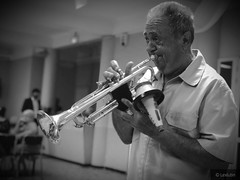 Le Trompettiste.  #instrument #instrumental #music #justmarried #mariage #iphone7plus (Lexlutin66) Tags: instrument instrumental music justmarried mariage iphone7plus