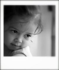 Joli minois . . . (nickylechatreux) Tags: portrait enfant monichrome polaroid