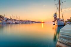Yacht im Hafen (juergenkuehberger) Tags: malilošinj primorskogoranskažupanija kroatien hr sonnenuntergang sea meer hafen croatia abendstimmung port urlaub hollydays segelschiff langzeitbelichtung