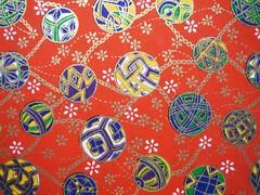 DSC09994_2 - Japanese hand-made paper (tengds) Tags: flowers red balls chain japanesepaper washi handmadepaper chiyogami temari yuzenwashi tengds