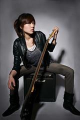 [フリー画像素材] 人物, 女性 - アジア, 楽器, ジャケット, 台湾人, ギター, 音楽, 女性 - 座る ID:201110062000