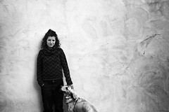 (dp Chaigneau fotos) Tags: portrait dog records blancoynegro home face casa blackwhite cares hand pentax retrato mel textures mans gent gos piles blancinegre retrat restos rostros rastros rasgos pentaxk100dsuper davidpons dpchaigneau dpchaigneaufotosblogspotcom