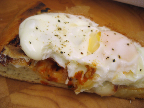 egg on pizza