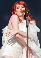25-06-2010 - Florence And The Machine @ Glastonbury 2010 - (4375s) (justin_ng) Tags: florence welch florencewelch glastonbury2010florenceandthemacine