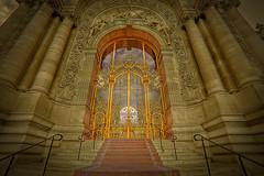 the golden door....la voie royale (StephanieB.) Tags: door light paris france monument stone museum gold europe lumire pierre or muse palais porte verre peit sonya550
