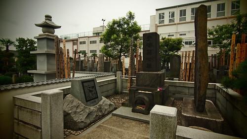 Tokyo 2010 - 巣鴨 - 手塚治虫のお墓 (2)