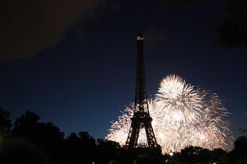 Torre Eiffel: fogos de artifício durante o 14 de julho