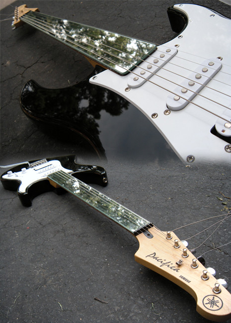Foto foto gitar Elektrik Yamaha