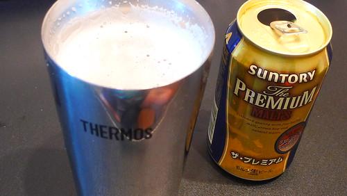 真空断熱タンブラーと缶ビール