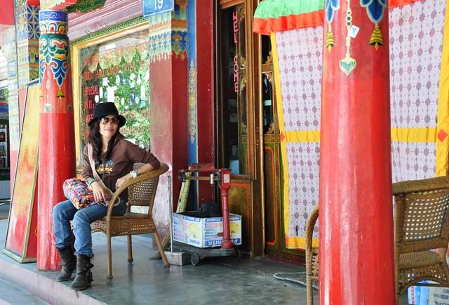Tbjune25-2010 Restaurant in Shigatse