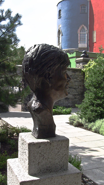 Bust Of Veronica Guerin In Dubhlinn Gardens, Dublin Castle by infomatique