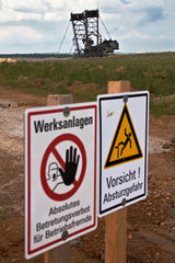 Braunkohletagebau Hambach / Open-cast-mining Hambach (Herr Olsen) Tags: signs schilder danger germany deutschland nrw warnings tagebau hambach vorsicht braunkohle browncoal warnungen schaufelradbagger bucketwheelexcavator opencastmining