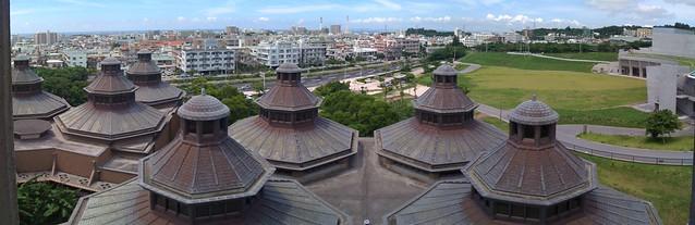 浦添美術館の八角重層屋根群iPhoneパノラマ