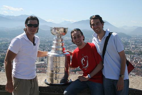 Fabian und Stefan mit Cristobal Huet und dem Stanley Cup