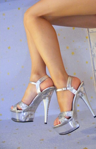 Sexy-Legs-With-High-Heels_21531-311x480