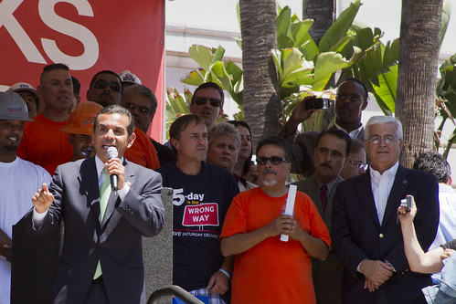 Mayor Villaraigosa speaks of the importance of 30/10 to a crowd of thousands.
