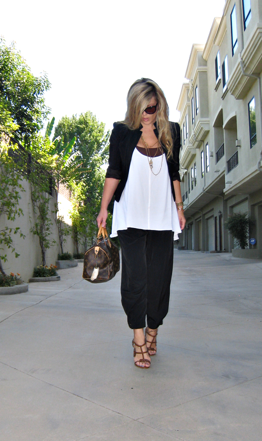 black and white outfit with louis vuitton speedy bag+lamb sandal