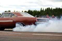 (MoStuff Sthlm) Tags: orange race vintage drag air deep plymouth rubber racing smoking burning burnt strip mopar burnout fest sthlm smokin 440 tyres grabber dragway gtx danne orsa mopars mostuff tallhed