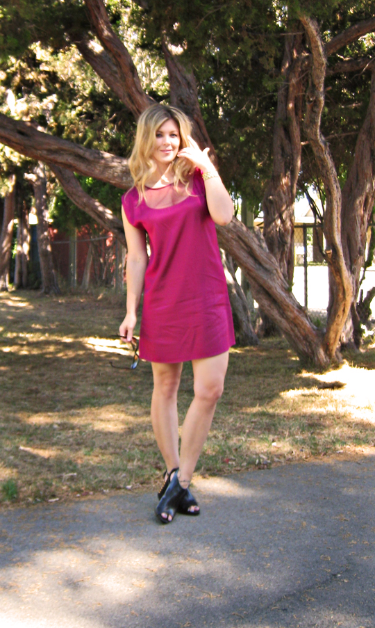 pink dress+black wedges+tree-1