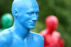 Hommes colors (Dritzz92) Tags: france art canon couleurs moderne homme jardindacclimatation 450d