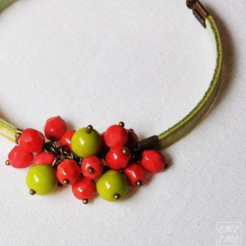 Green bracelet with fucsia and green beads