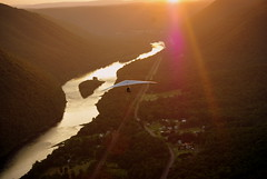 INTO THE SUNSET (Thomas' World) Tags: river hangglide susquehanna hangglider hyner hynerview
