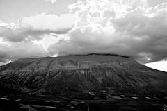 Coperto dalle nubi (massiccio2007) Tags: trip travel vacation landscape picnik paesaggio umbria monti sibillini