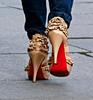 tacones alejándose (JuanJRuiz) Tags: highheels zapatos heels tacones sapato saltoalto escarpin talonhaut zapatosdetacón irwell115 highheeledfootwear