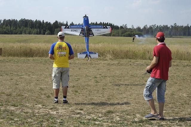 Запуск 3д самолета в зале