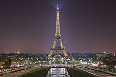Eiffel Tower - Paris (DiGitALGoLD) Tags: paris france tower fountain night lights nikon long exposure place tripod eiffel du nikkor flashing trocadero f28 gitzo d3 2470mm 2470
