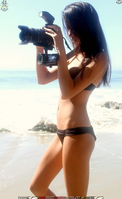 Hot bikini girls pic2: girl aiming a camera for photography