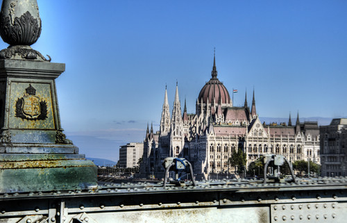 The parliament from the Chains Bridge. Budapest. El parlamento desde el Puente de las Cadenas