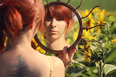 Solar (stefaniebst) Tags: selfportrait autoportrait solar solaire miroir mirror sunflower sunlight tournesol bucolique bucolic flower fleur champ field nature tattoo tatouage portrait reflet reflection back redhair redhead roux