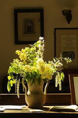 UK - Gloucestershire - Quenington Church Interior (Darrell Godliman) Tags: travel flowers light travelling cotswolds vase cotswold travelphotography churchinterior flowersinavase quenington travelphotographer queningtonchurch ukgloucestershirequeningtonchurchinteriordsc1440