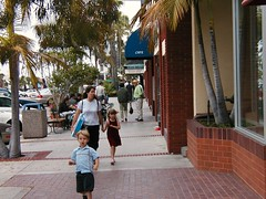 walkable La Jolla, near San Diego (courtesy of Eric Fredericks, neighborhoods.org)