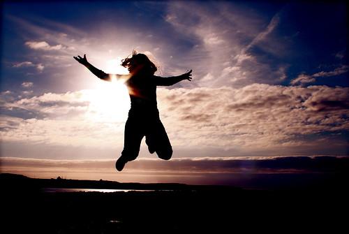 フリー写真素材, 人物, 人と風景, 夕日・夕焼け・日没, 跳ぶ・ジャンプ, シルエット,