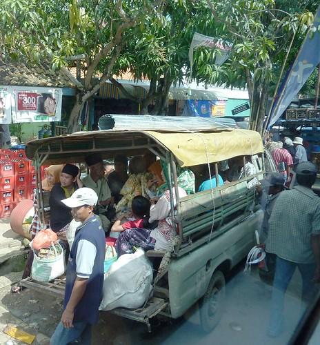 Madura-De Kamal a Sumenep-bus (111)