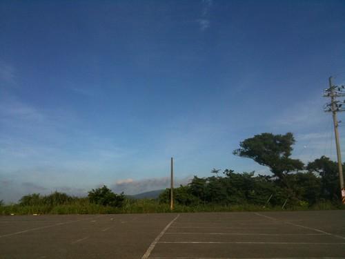 停車場與藍天
